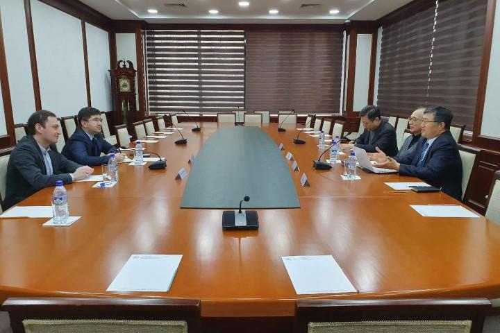 (사진1) 국립경영대학원 Rustam Abduraupov와 협력 협의
